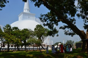 anuradhapura-ancient-city-ruwanveli-seya-sri-lanka-mysrilankatravel-4