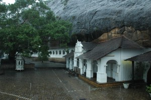 dambulla-rock-monastery-sri-lanka-mysrilankatravel