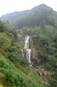 nuwara-eliya-ramboda-waterfall-sri-lanka-mysrilankatravel