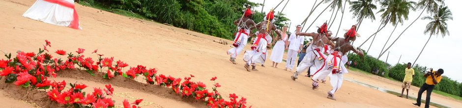 wedding-sri-lanka-kandy-dancers-flowers-mysrilankatravel-940