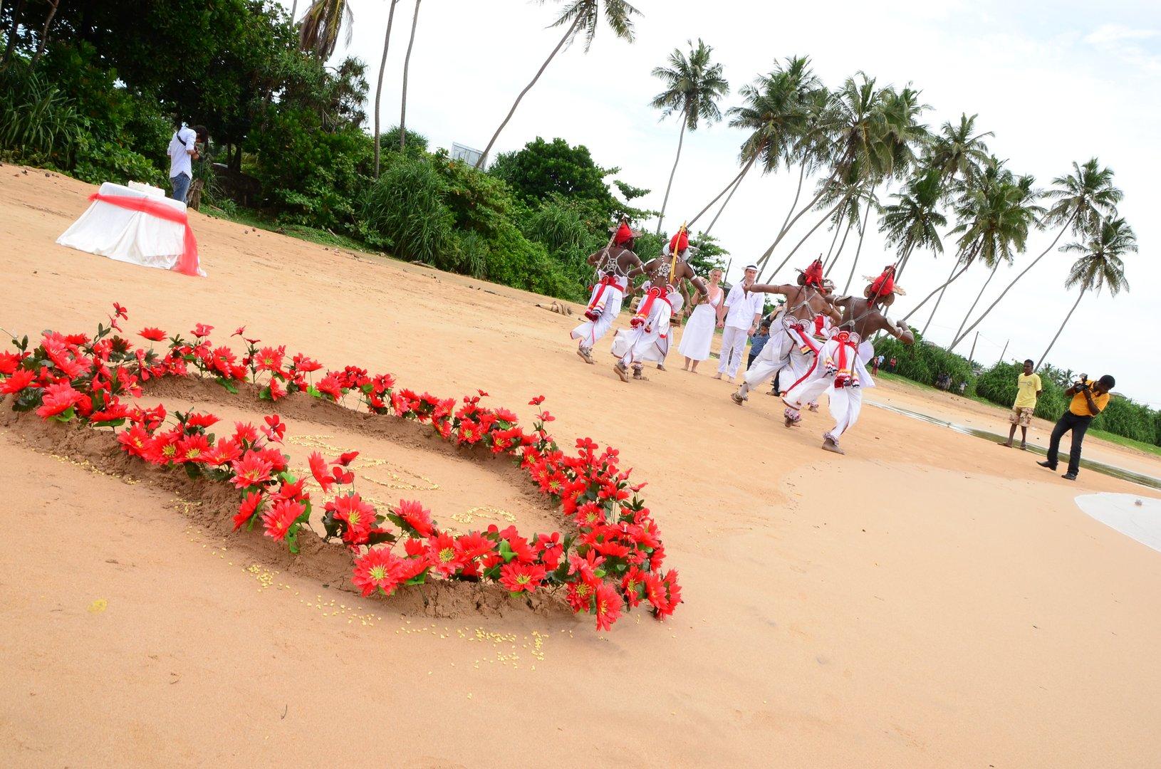 Wedding mysrilankatravel wedding sri lanka kandy dancers flowers mysrilankatravel izmirmasajfo